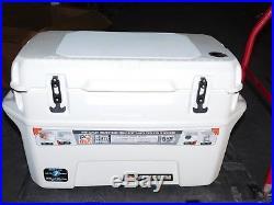 Igloo Yukon Cold Locker Cooler White Polyethylene 35 x 17 x 20 70 Quart 44667