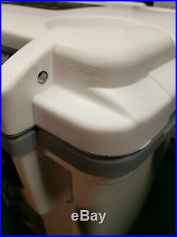NEW Pelican Products 20Q-1-WHTGRY 20 Quart Elite Cooler, White/Grey Display Unit