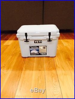 NEW YETI TUNDRA 35 QUART COOLER ICE BLUE