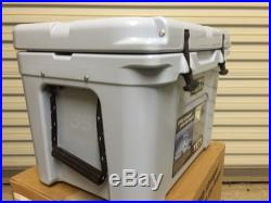NEW! YETI Tundra 35 Quart Cooler Blue New In Box Free Shipping