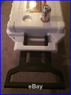 PELICAN 80-Quart ProGear Elite Wheeled Cooler (White) / Ice Chest