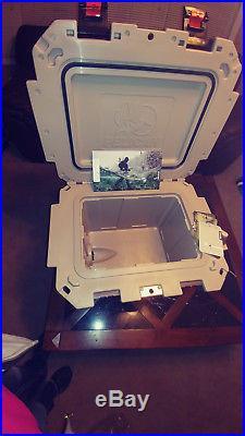 Pelican ProGear 30QT IM Elite Cooler (Brown/Tan)