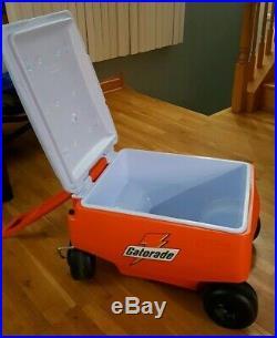 RARE Rubbermaid GATORADE Portable Wheel Roller Chest Sport Cooler Wagon 25x19x18